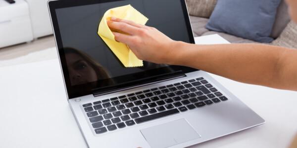 Ai curatat laptop-ul de praf si nu mai porneste?